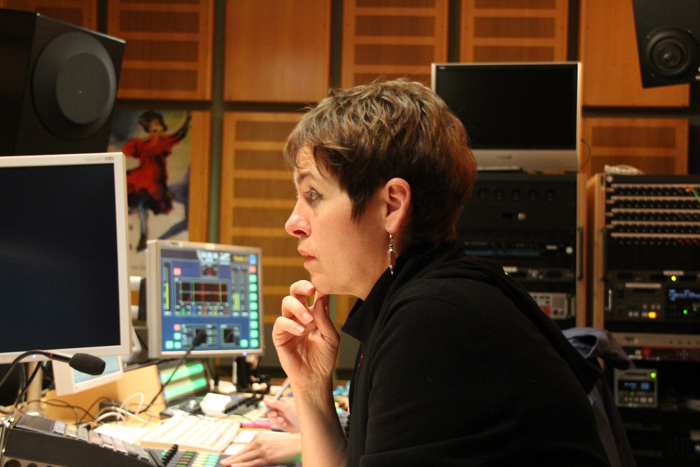 Melitta Müller-Hansen beim Musikeinspielen